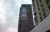 Монтаж наружной рекламы на стену
