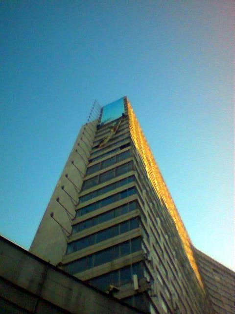 Демонтаж рекламы на здании
