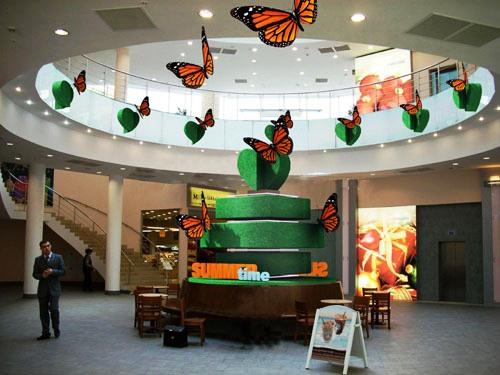 Летние декорации торгового центра
