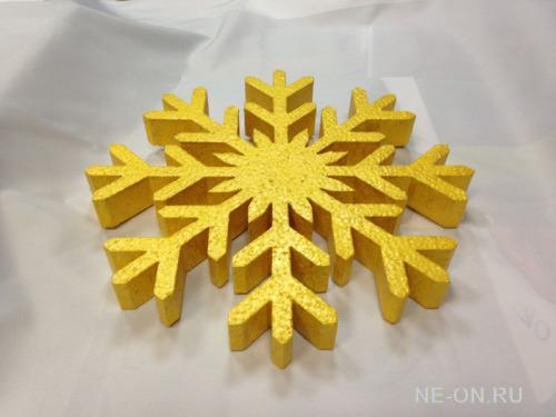 Изготовление-снежинок-из-пенопласта-для-новогоднего-украшения-сети-магазинов