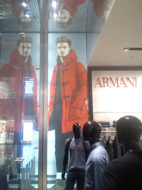 Замена рекламных имиджей в магазинах Армани вТРЦ Метрополис